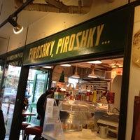 Foto tomada en Piroshky Piroshky por Junya S. el 12/26/2012