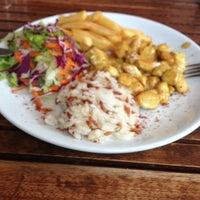 Das Foto wurde bei Alya Cafe & Restaurant von Sema S. am 2/4/2013 aufgenommen
