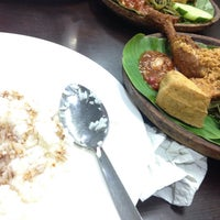 Photo taken at Ayam Penyet Ria Sunway by Nurul A. on 3/13/2017