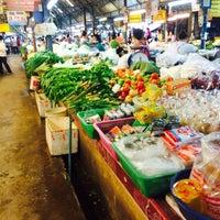 Photo taken at ตลาดแลง บ้านติ้ว by Mus'Tang R. on 6/17/2014