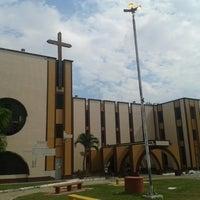 Photo taken at Catedral de Tabatinga - Paróquia dos Santos Anjos da Guarda by PH Gomes 《. on 8/17/2013