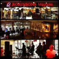 Photo prise au Robinsons Magnolia par Edi J. le2/14/2013
