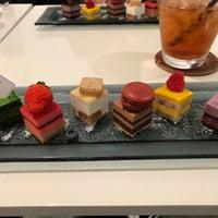 9/24/2017 tarihinde ジャッケ ハ.ziyaretçi tarafından pâtisserie Sadaharu AOKI paris 丸の内店'de çekilen fotoğraf