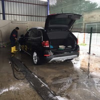 Photo taken at Müskebi Car Wash by Muharrem K. on 3/22/2017