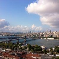 7/21/2013 tarihinde Alper K.ziyaretçi tarafından Hüsnü Ala Cafe'de çekilen fotoğraf