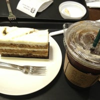 Photo taken at STARBUCKS COFFEE by Melonsoda on 9/28/2012