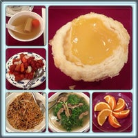 Photo taken at Big Gun Chinese Restaurant (廣州樓) by Daniel J. on 7/14/2013