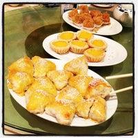 Photo taken at Big Gun Chinese Restaurant (廣州樓) by Daniel J. on 7/19/2013