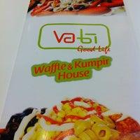 12/3/2012 tarihinde Devran D.ziyaretçi tarafından Vabi Waffle & Kumpir House'de çekilen fotoğraf