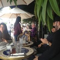 Foto tomada en Cafe Midi por Duncan R. el 12/8/2012
