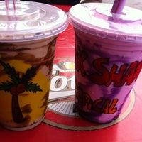 Foto tirada no(a) Milk Shake Tropical por Ana P. em 10/27/2013