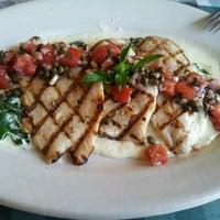 Photo taken at Italianni's Pasta, Pizza & Vino by Patty H. on 2/3/2013