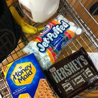 Photo taken at Jewel-Osco by Leslie W. on 5/5/2014