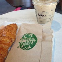 Photo prise au Starbucks par Alexa G. le2/8/2013