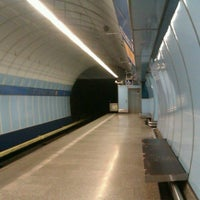 รูปภาพถ่ายที่ Metro =B= Vysočanská โดย Lída M. เมื่อ 3/7/2013