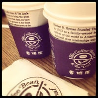 Photo taken at The Coffee Bean & Tea Leaf   香啡缤 by Erlina D. on 12/5/2012