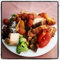 Das Foto wurde bei Lótus Restaurante Vegetariano von Alber S. am 1/18/2013 aufgenommen