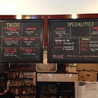 Foto tirada no(a) Seven Lives Tacos Y Mariscos por Mike M. em 5/5/2013