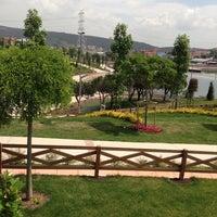 Photo taken at İBB Sultanbeyli Gölet Sosyal Tesisleri by Mithat K. on 5/23/2014