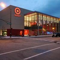 8/31/2013 tarihinde Amari O.ziyaretçi tarafından Target'de çekilen fotoğraf