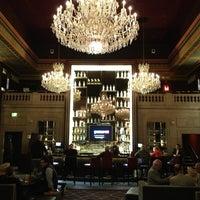 Foto tirada no(a) Bond Restaurant & Lounge por Sarah V. em 5/24/2013