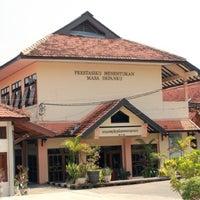 Photo taken at SMA Negeri 4 Semarang by Carnesya T. on 3/21/2013