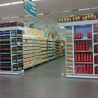 Foto tirada no(a) Supermercado Angeloni por Karla R. em 3/16/2013
