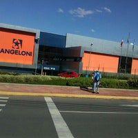 Foto tirada no(a) Supermercado Angeloni por Karla R. em 7/22/2013