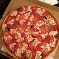 Снимок сделан в Rizzo's Fine Pizza пользователем Jonathan G. 9/18/2013