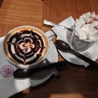 11/28/2012 tarihinde Aylin K.ziyaretçi tarafından Kahve Dünyası'de çekilen fotoğraf