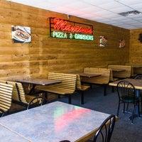 Photo taken at Mancino's Pizzas & Grinders - Alma by Mancino's Pizzas & Grinders - Alma on 6/5/2017