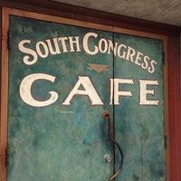Das Foto wurde bei South Congress Cafe von Elysa E. am 3/10/2013 aufgenommen