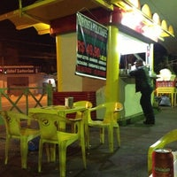 Photo taken at Tio's Lanches by Flávio d. on 12/16/2012