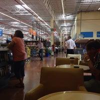 Photo taken at Walmart Independencia Torreón by Hugo Aurelio G. on 8/8/2017