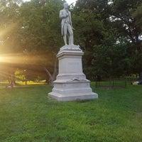 รูปภาพถ่ายที่ Alexander Hamilton Statue โดย Jessica K. เมื่อ 7/29/2018