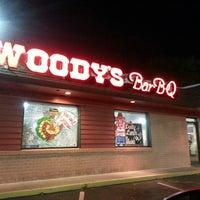 รูปภาพถ่ายที่ Woody's BBQ โดย Dennecia C. เมื่อ 4/3/2013