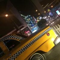Foto tomada en New York Burger por Mario D. el 11/16/2014