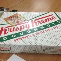 Foto tomada en Krispy Kreme Doughnuts por Bobby L. el 6/27/2013