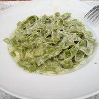 3/6/2013 tarihinde Yeşim K.ziyaretçi tarafından Chef Salad'de çekilen fotoğraf
