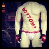 Das Foto wurde bei Brunos - Gay Shopping World von Dimitri B. am 8/12/2013 aufgenommen