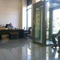 Das Foto wurde bei pro bank Νικαιας von Johnny G. am 12/27/2012 aufgenommen