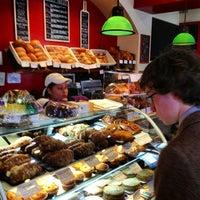 2/17/2013 tarihinde Adam H.ziyaretçi tarafından Firehook Bakery'de çekilen fotoğraf