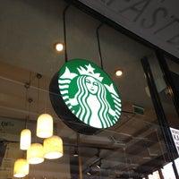 4/22/2013 tarihinde Ay C.ziyaretçi tarafından Starbucks'de çekilen fotoğraf