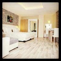 Photo taken at Nossa Suites Pera by sezgin k. on 7/10/2014