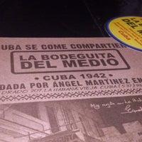 Foto tomada en La Bodeguita del Medio por luis antonio p. el 7/13/2013