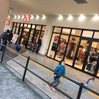 Photo taken at ユニクロ ビバモール寝屋川店 by 10001 4. on 1/2/2017