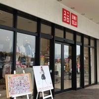 Photo taken at ユニクロ ビバモール寝屋川店 by 10001 4. on 3/18/2017