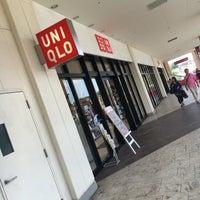 Photo taken at ユニクロ ビバモール寝屋川店 by 10001 4. on 8/6/2016