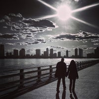 Foto tirada no(a) West Side Highway Running Path por Jason P. em 3/31/2013