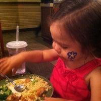 Photo taken at Applebee's Neighborhood Grill & Bar by Paola B. on 7/4/2013